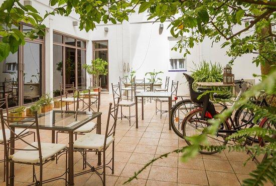 Hotel Alcantara: Patio