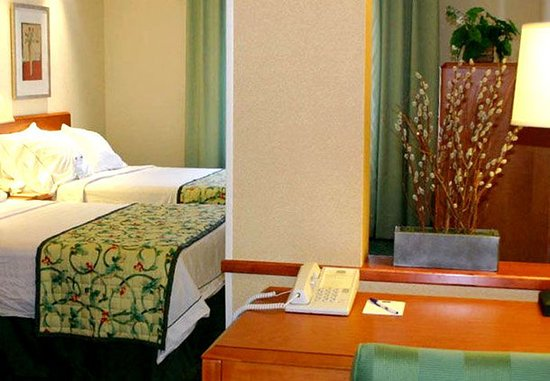 Fairfield Inn & Suites Sandusky: Standard Guest Suite