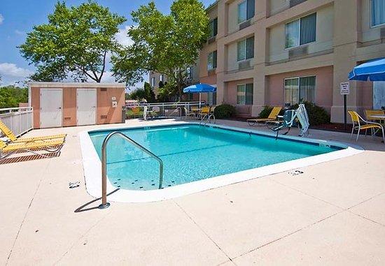 Pearl, Миссисипи: Outdoor Pool & Whirlpool