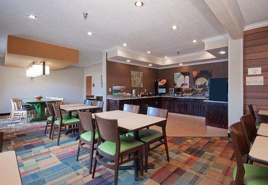 Moline, IL: Breakfast Dining Area