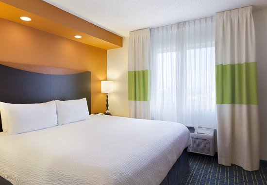 Maumee, OH: King Guest Room - Sleeping Area