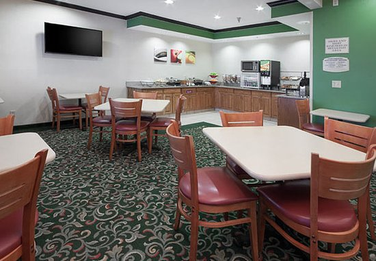Hudson, WI: Breakfast Buffet - Dining Area