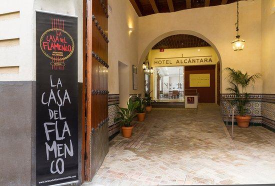Hotel Alcantara: Zaguán de entrada