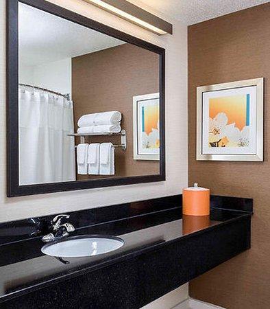 Findlay, OH: Suite Bathroom