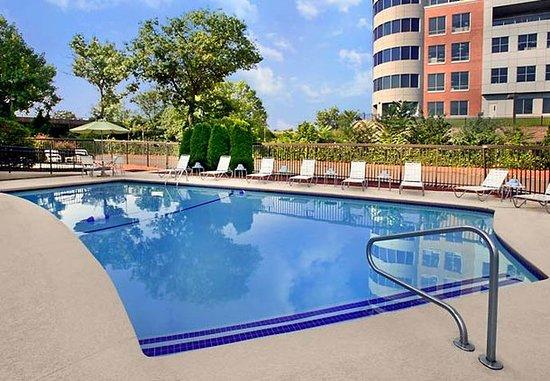 Woburn, ماساتشوستس: Outdoor Pool
