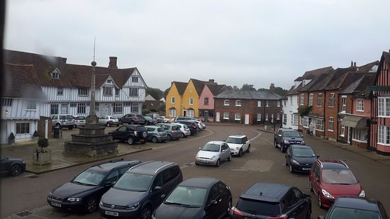 Lavenham, UK: Bedroom view of medieval square and Tudor guildhall.