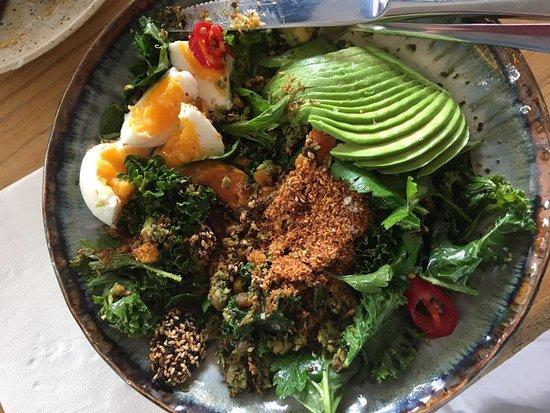 Bondi, ออสเตรเลีย: Green Breakfast Salad plus avocado