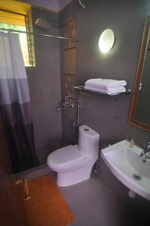 Falcon Resorts: Conventional Room - Bathroom