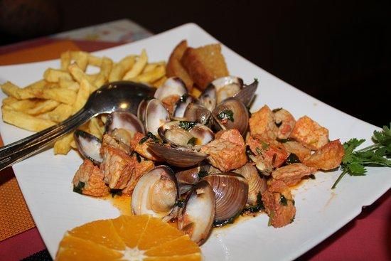 Montemor-o-Novo, โปรตุเกส: Carne de porco com ameijoas