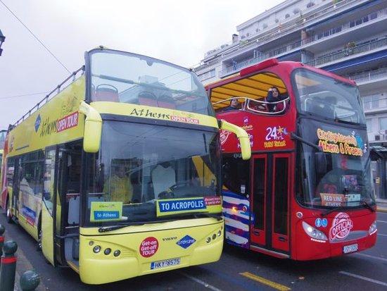 Gray Line Greece: 同様のバスは3社あって、みんなコースも停留所の位置も一緒です。料金体系だけが違うようです。バスの車体色はそれぞれ赤と黄と青です。