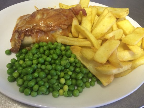 Cwmbran, UK: Hunters chicken with chips and peas £4.80 with tea or coffee