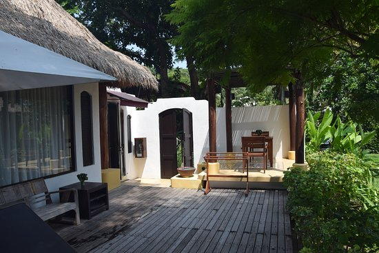 Paradee Resort & Spa Hotel: Private garden