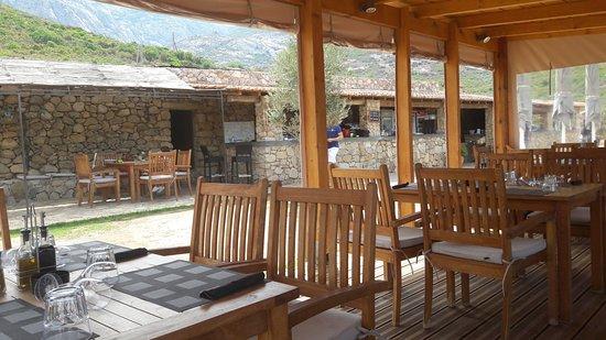 U Nichjaretu: la terrasse