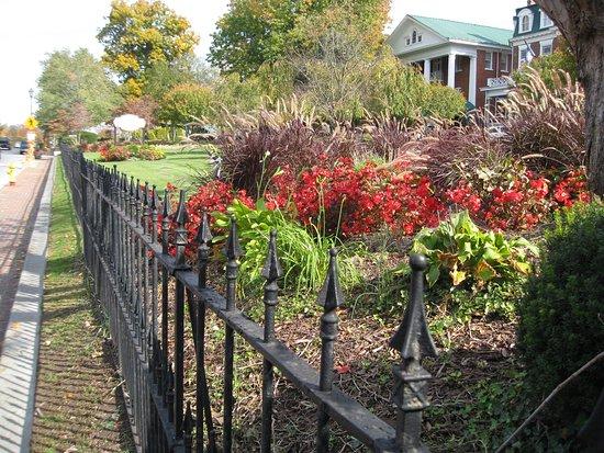 Barter Theatre: Beautiful gardens