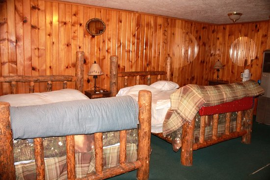 Afton, WY: Comfy log beds, carpet on right worn