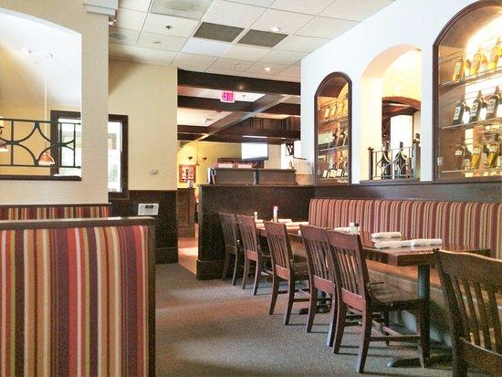 Carrabba's Italian Grill: interior