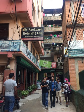 Backyard Hotel: Normal hotel , not too many staff but a lot of great memories