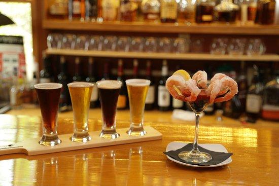 Conway, Nueva Hampshire: Beer sampler & Shrimp Cocktail
