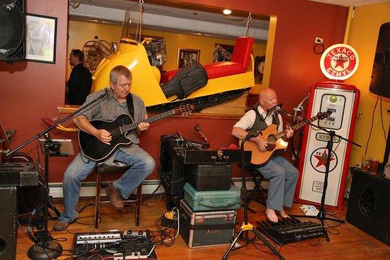 Conway, Nueva Hampshire: Dennis & Davey Perform Every Friday Night