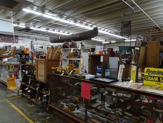 Verona, VA: Inside Factory Antique mall