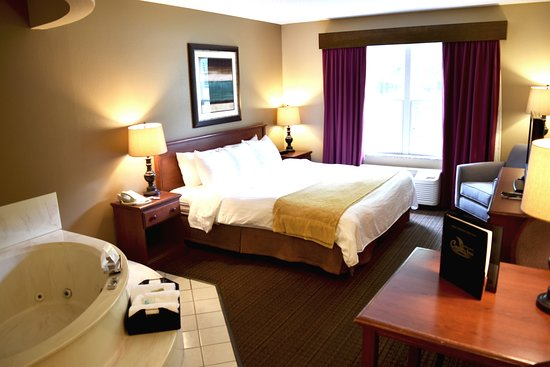 River Falls, WI: King Whirlpool Suite