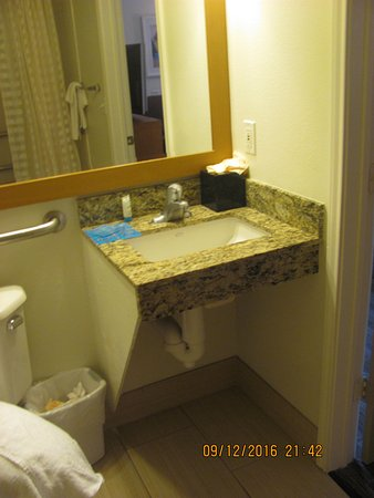 HYATT House Colorado Springs: Bathroom With No Countertops! Eeerggg