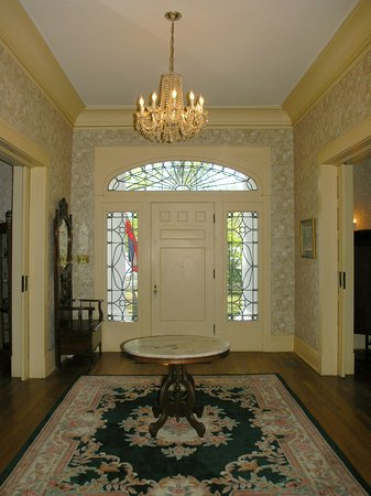 Hernando, MS: entry foyer