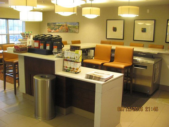 HYATT house Colorado Springs: The Bar And Coffee Station