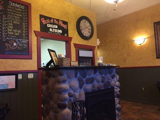 Oconomowoc, Висконсин: Small inside, better for take out