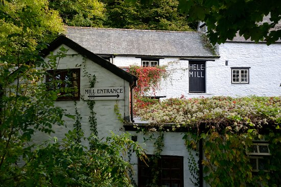Hele Corn Mill & Tea Room: The inviting view from the road.