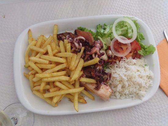 A Grelha: Grilled Calamari