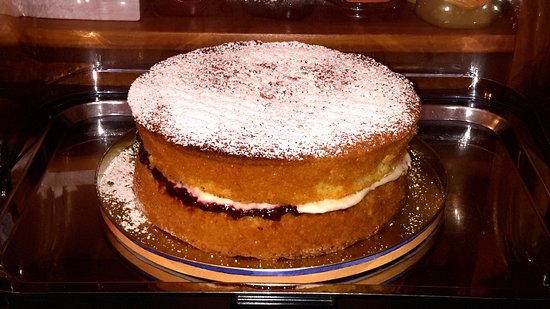 The Cartwheel Guest House: Victoria sponge cake