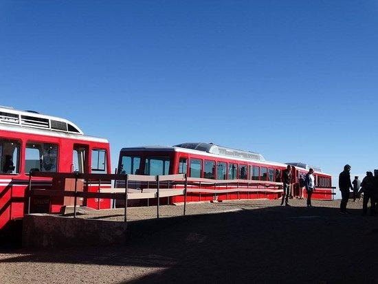 มานิโตสปริงส์, โคโลราโด: View of the Cog train at the top of Pike's Peak