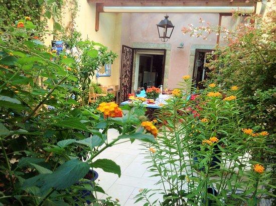 Jardin/ Terrasse - Picture of Les Maisons de Monsieur Pierre ...