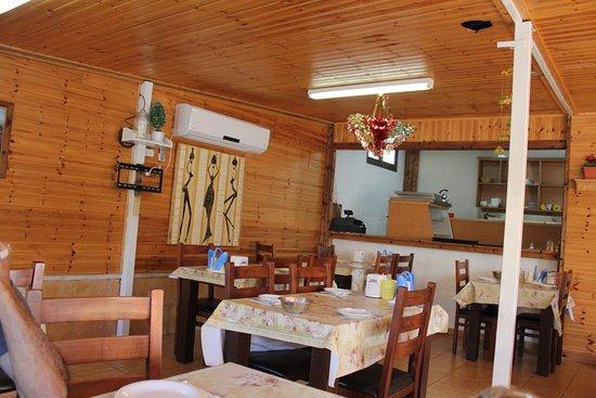 Hurfeish, إسرائيل: בתוך המסעדה