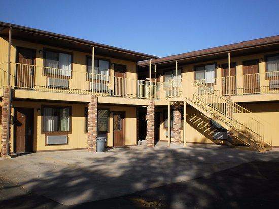 Vernal, UT: Hotel building & parking