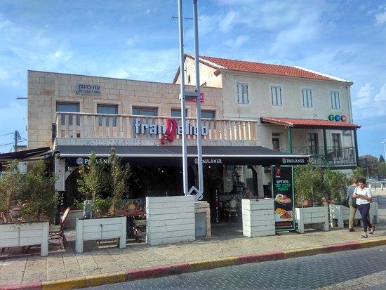 Dado Beach Restaurants