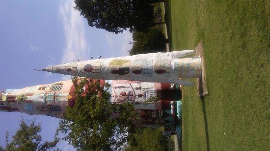 World's Largest Totem Pole: 20160809_102430_large.jpg
