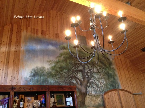 Stonewall, TX: Chandelier and live oak rendition at rear of high-ceiling tasting room at Becker Vineyards.