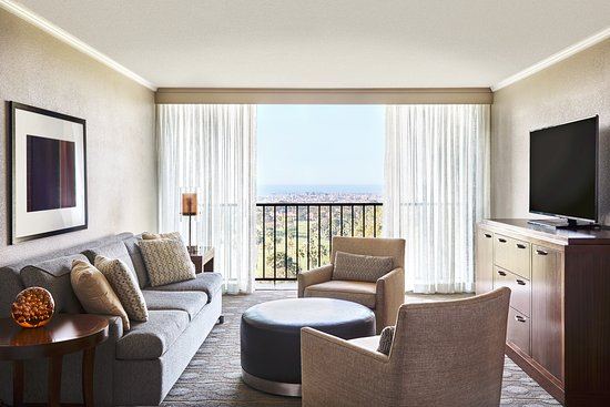 Newport Beach Marriott Hotel Spa Executive Suite Living Room