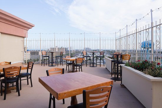 Fenwick Inn: Roof top bar