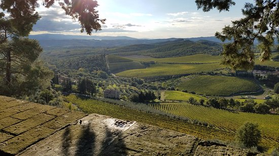 Gaiole in Chianti, Włochy: View from the wall out over the Chianti