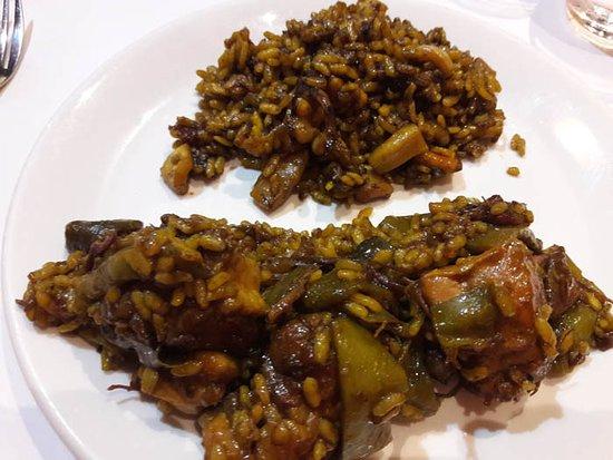 Betera, Испания: Arroz de carne con alcahofa y arroz de pescado