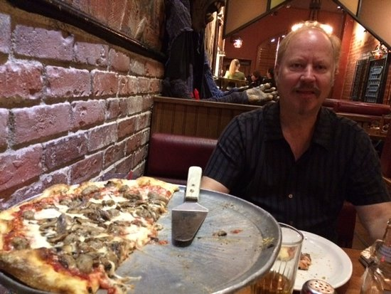 Hawthorne, CA: Peter with Incredible Pizza