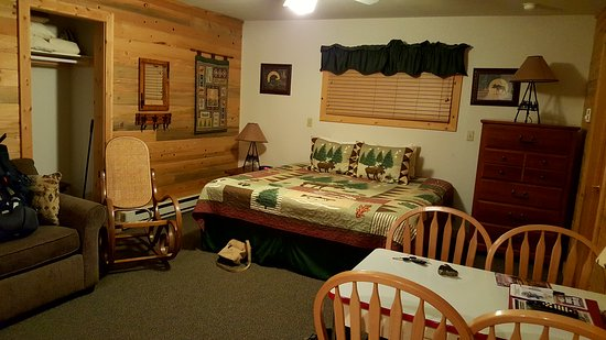 Western Riviera Lakeside Lodging & Events: Cabin