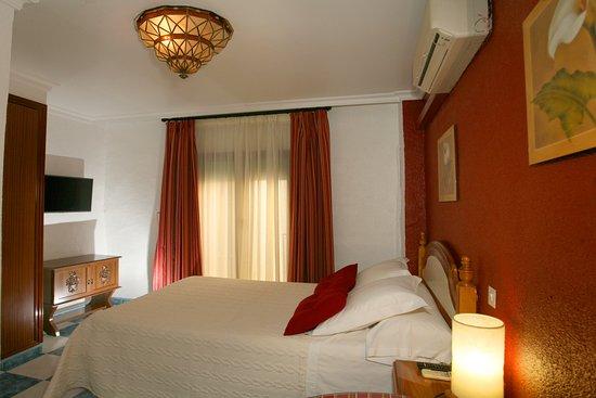 Pension Zurita: Habitación doble cama matrimonio con baño