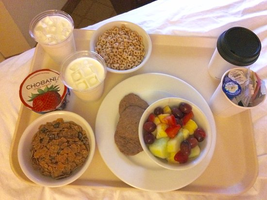 Residence Inn Tampa Downtown: The wonderful breakfast that Bridget (the Angel) brought me.