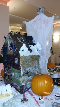 Tui Sensimar Grand Hotel Nastro Azzurro: Great Halloween evening with all the staff who are fantastico