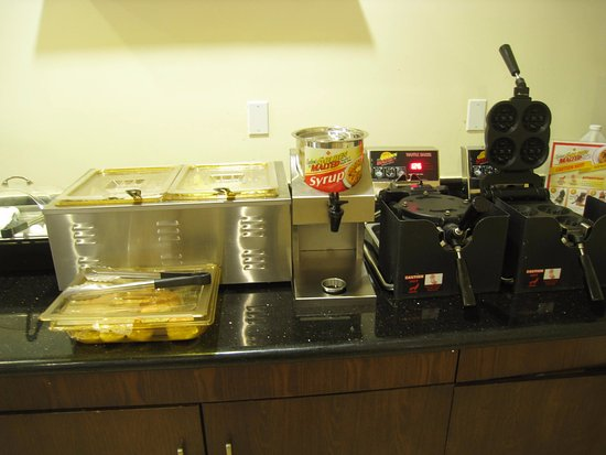 Inglewood, CA: Breakfast features waffle irons