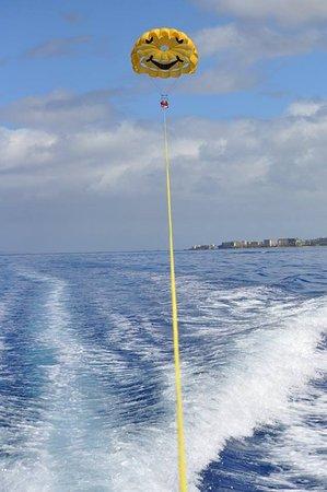 Ka'anapali, Hawaje: Parasailing 1200' Up !